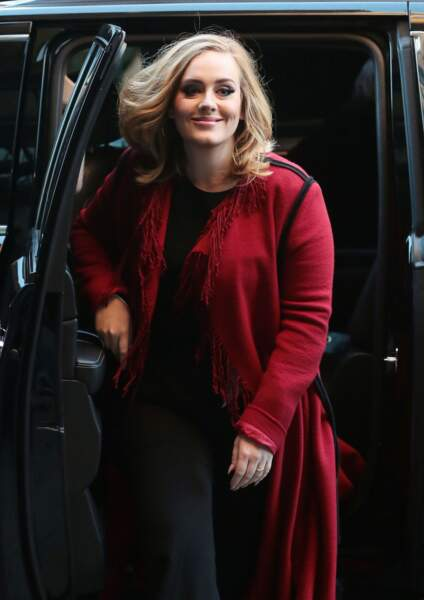 La chanteuse Adele souriante à New York le 20 novembre 2015