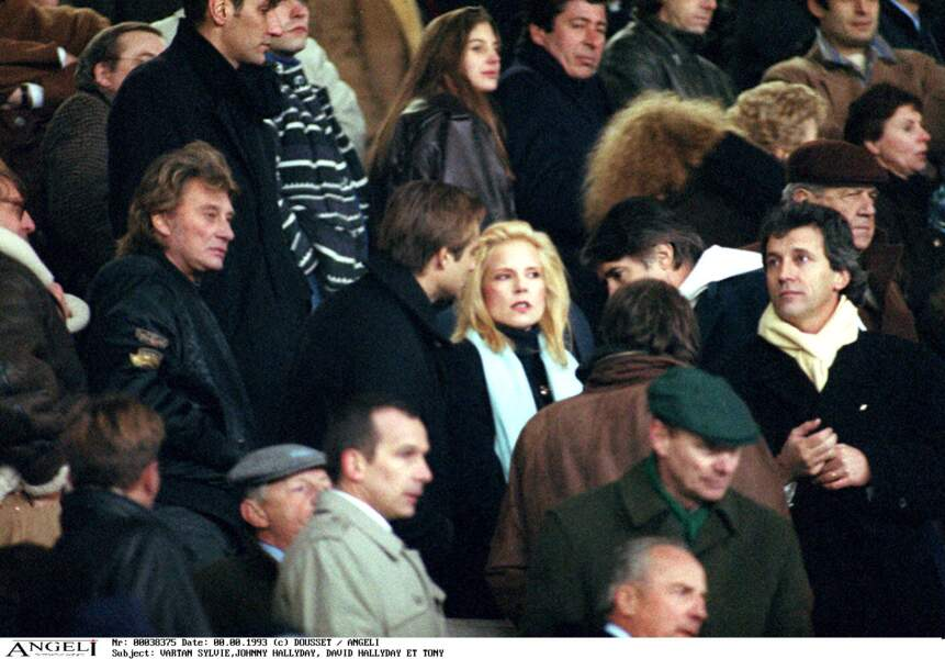 Johnny Hallyday, David Hallyday, Sylvie Vartan et Tony Scotti dans les gradins du match France-Bulgarie en 1993