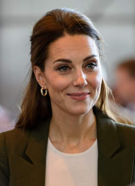 Demi-queue de cheval tout en volume comme Kate Middleton