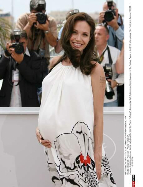 Angelina Jolie à Cannes en 2008 enceinte de ses jumeaux, un garçon et une fille, Knox Leon et Vivienne Marcheline