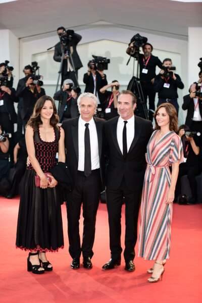 Jean Dujardin et Nathalie Péchalat ont posé ensemble face aux photographes