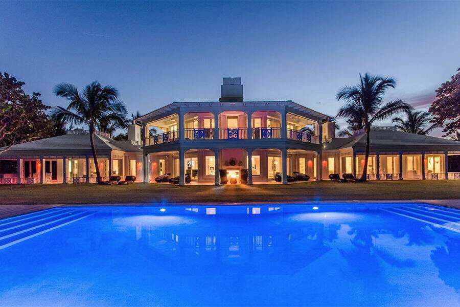 Une villa prestigieuse, d'une superficie de 10.000 mètres carrés, avec cinq pavillons au bord de l'Océan