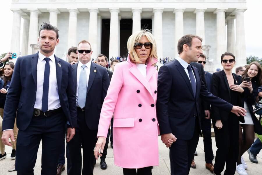 Brigitte Macron et son garde du corps, sosie de Ricky Martin