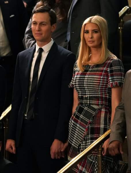 Accompagnée de son mari Jared Kushner, Ivanka Trump portait, elle, une robe à motif plaid signée Oscar de la Renta.