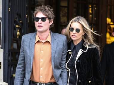 Kate Moss très chic au bras de son amoureux Nikolai von Bismarck à Paris