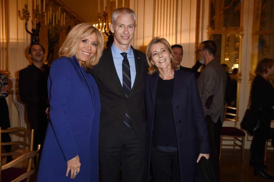 Brigitte Macron, Franck Riester et Claire Chazal, tout sourires, pour la remise de la légion d'honneur à Olivier Py