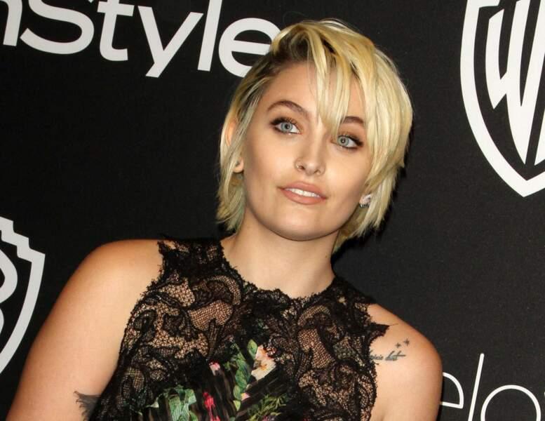 La fille du chanteur défunt affiche un look rock'n'roll