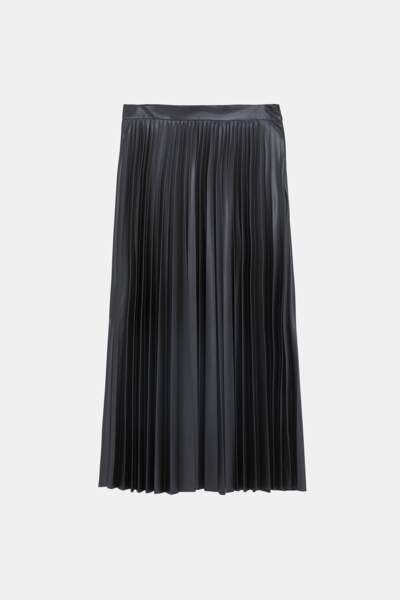 Simili, jupe plissée effet cuir, 50 € (Zara).