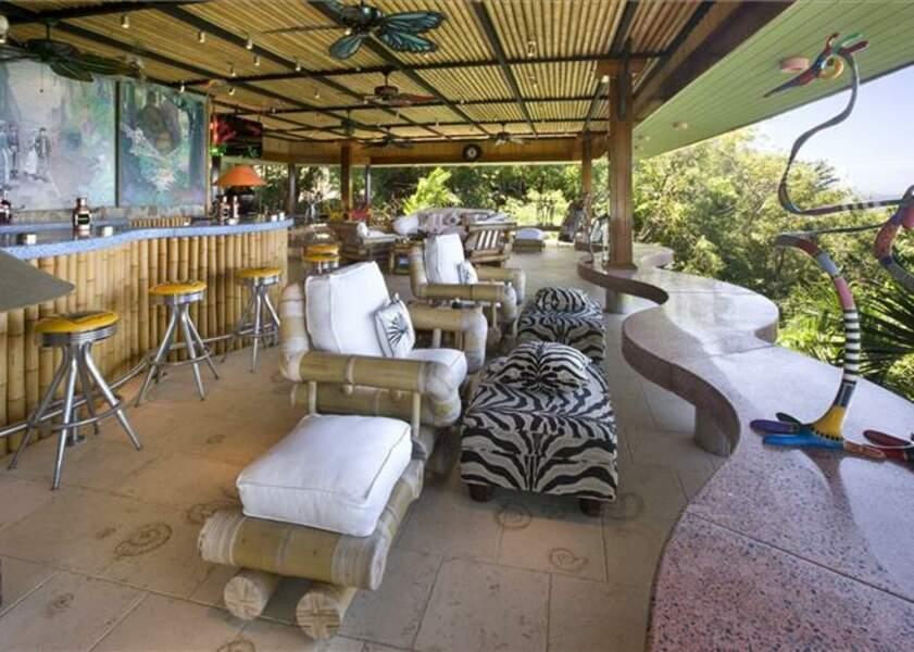 L'une des terrasses avec vue sur la mer des Caraïbes de la villa de David Bowie à l'île Moustique