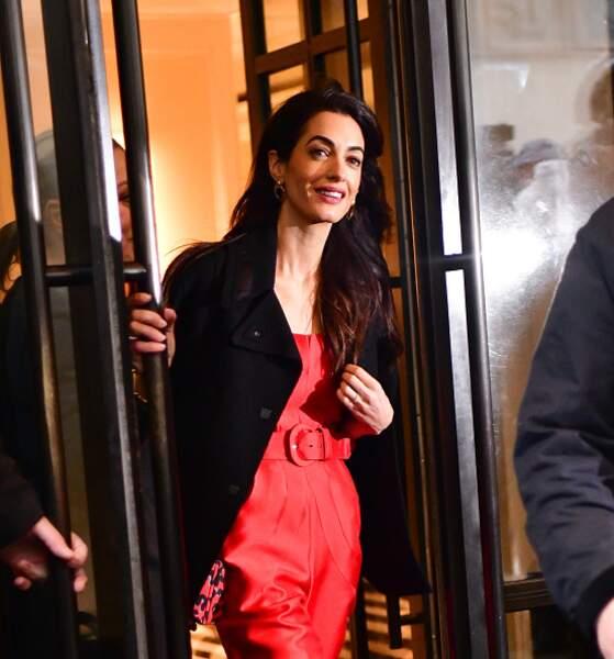 Amal Clooney devant l'hôtel The Mark pour la baby shower de Meghan Markle, à New York, le 20 février 2019