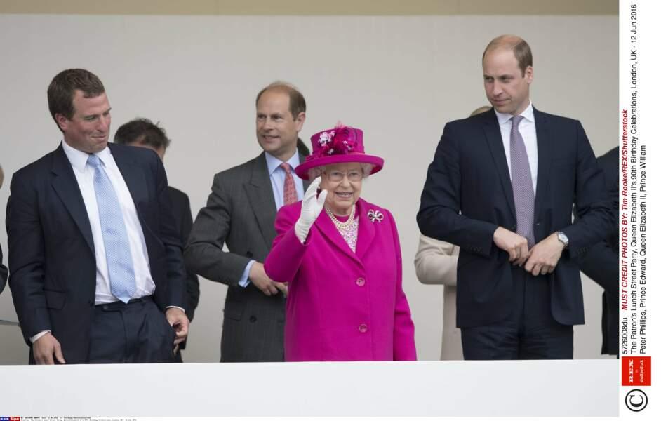 Le lendemain de Trooping the Colour, la reine a rangé le vert pomme au placard et ressorti  un fuschia  bien flashy