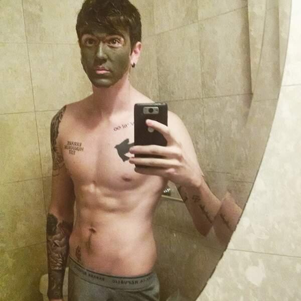 Tirée de son instagram (gabrielkane), photo de Gabriel-Kane Day Lewis se faisant un masque de beauté