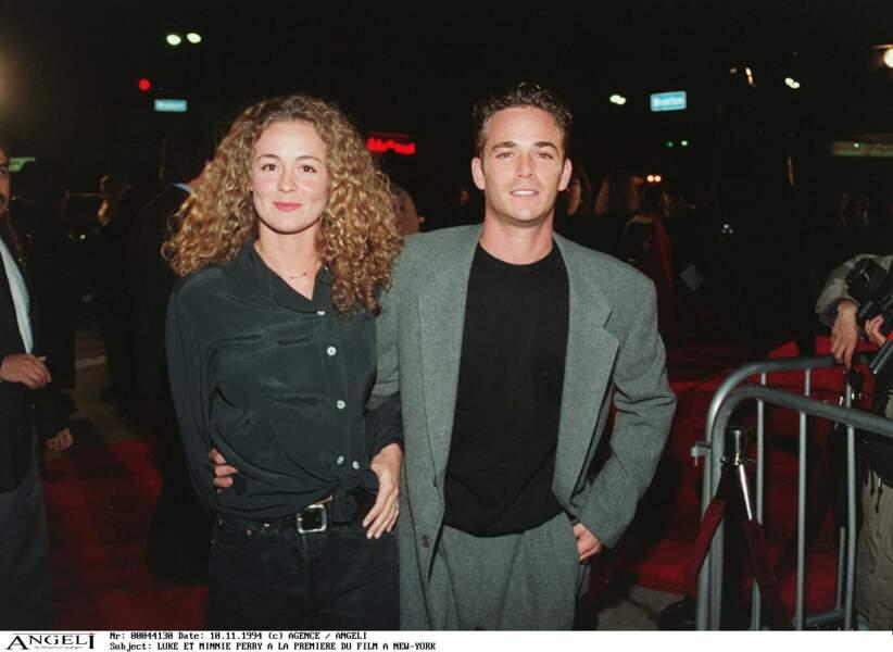 """Luke Perry et son épouse Minnie à la première du film """"Entretien avec un vampire"""" en 1994"""