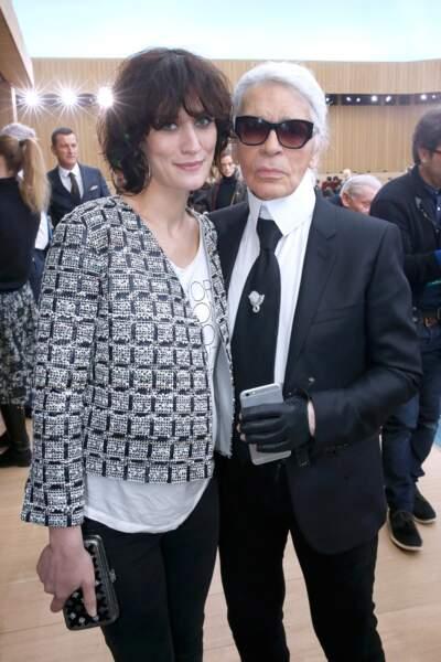 Clotilde Hesme et Karl Lagerfeld lors du défilé Chanel à Paris en 2016