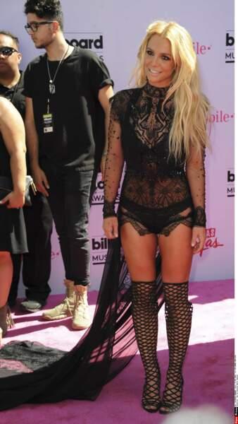 Aux Billboards Music Awards, Britney Spears se promène tranquille, en culotte.
