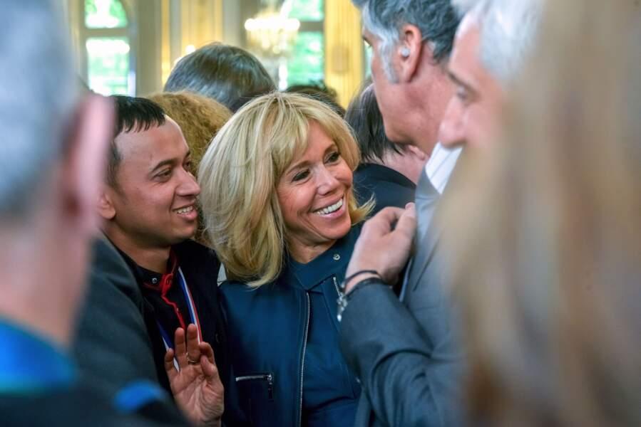 Brigitte Macron a fait connaissance avec les invités présents à l'Élysée pour la fête du 1er mai