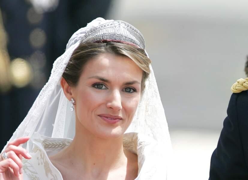 Letizia Ortiz, son khôl vert et sa mèche souple devant la couronne