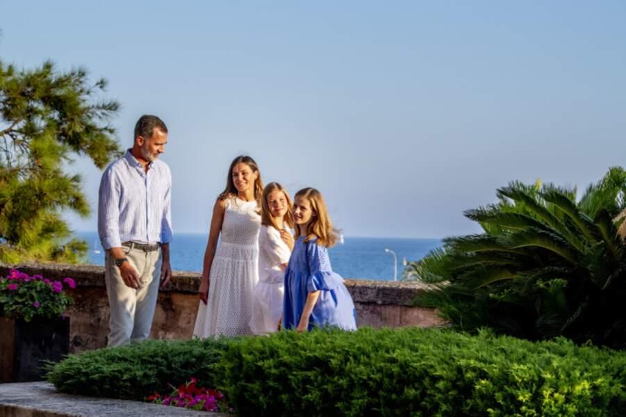 Felipe d'Espagne avec sa femme Letizia et leurs deux filles