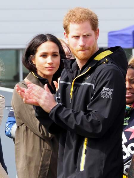 Meghan Markle et le prince Harry rencontrent lesathlètes des Invictus Games à l'université de Bath le 6 avril 2018.