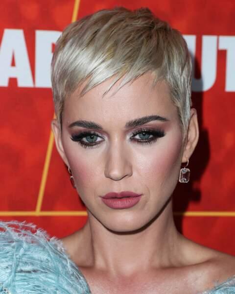 Cheveux courts et blond froid, le pari gagnant de Katy Perry.