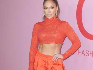 PHOTOS - Jennifer Lopez, 50 ans et fière de son corps : elle exhibe ses abdos en béton