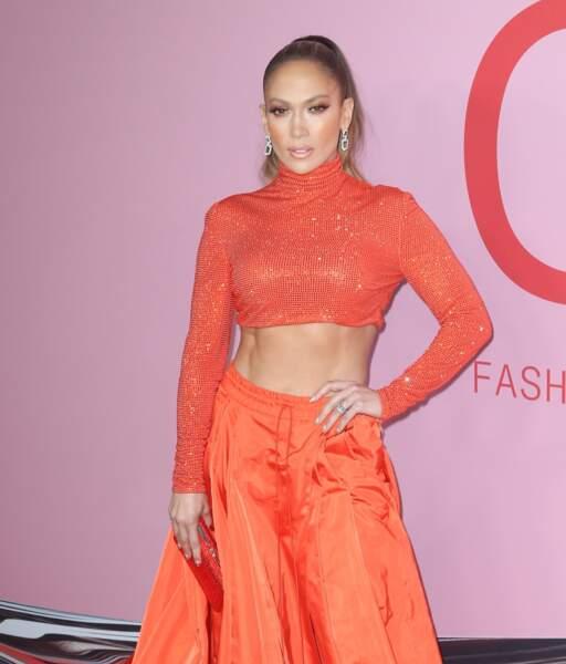 A 50 ans, Jennifer Lopez affiche des abdos parfaitement dessinés