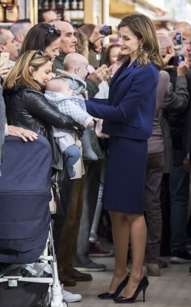 La reine Letizia d'Espagne au Marché Central de Valence, le 24 novembre 2016