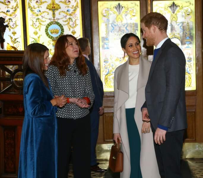 Le prince Harry et Meghan Markle visitent le Crown Bar, un pub en centre ville de Belfast le 23 mars 2018.