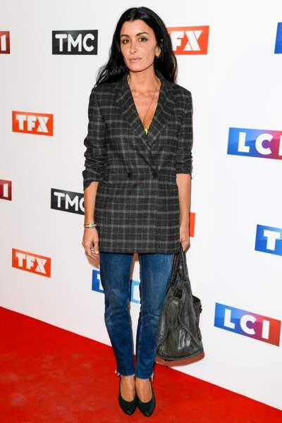 Jenifer en look casual chic en jean et blazer à carreaux pour la soirée de rentrée de TF1