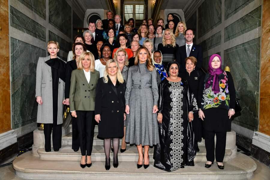 Melania Trump devant et au milieu, on ne voit qu'elle, sublime en robe signée Dior !