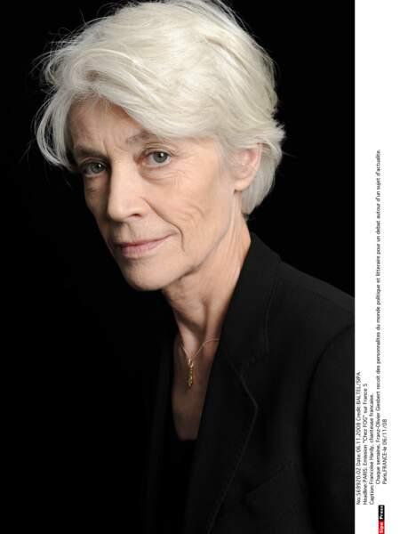 Françoise Hardy, totalement décomplexée avec ses cheveux blancs