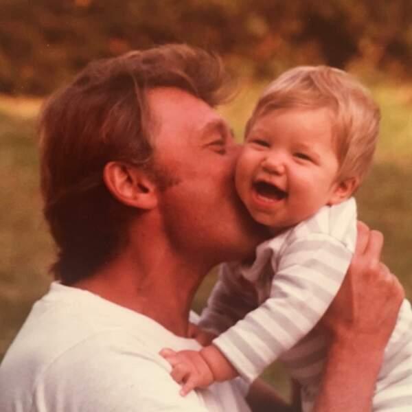 Bébé, dans les bras de Johnny : le 1er cliché publié par Laura Smet quelques jours après le décès de son père