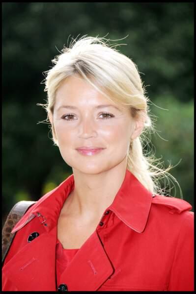 Virginie Efira : les cheveux blonds très clairs avec une queue de cheval