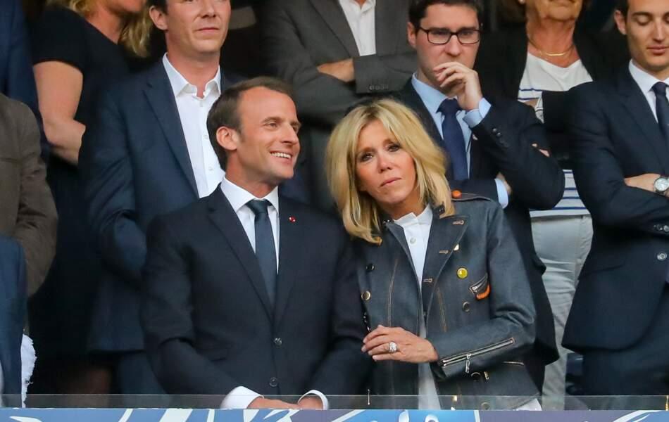 Le couple présidentiel Emmanuel et Brigitte Macron au Stade de France le 9 mai
