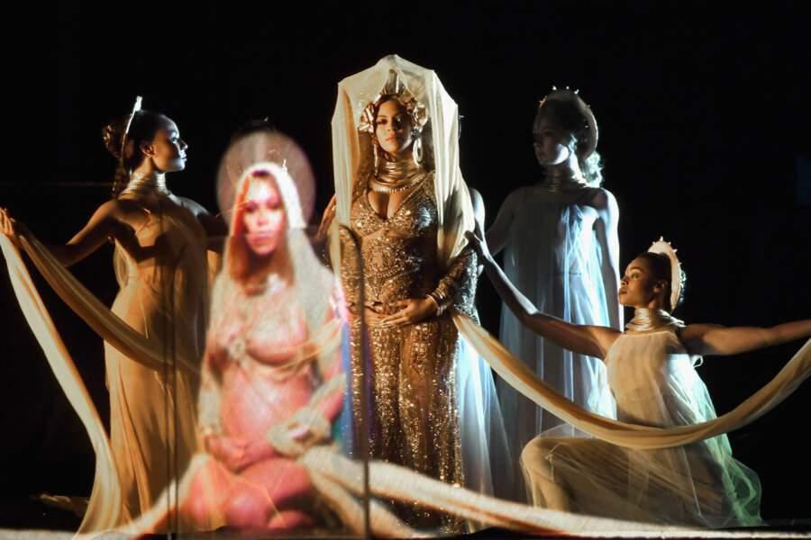 Beyoncé livre un show symbolique et fort