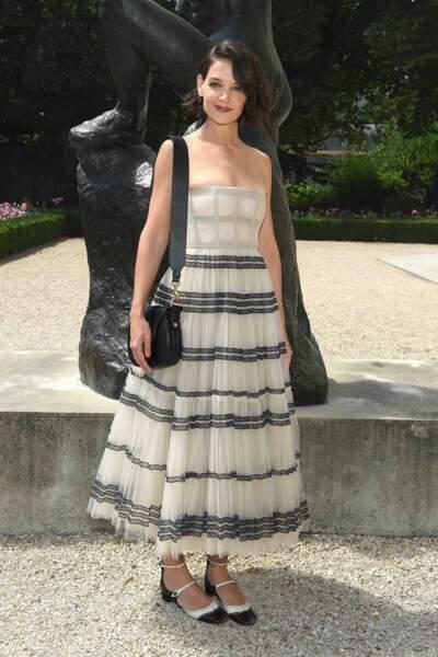 Katie Holmes ose la babies avec une robe couture Dior. Stylée et sage !