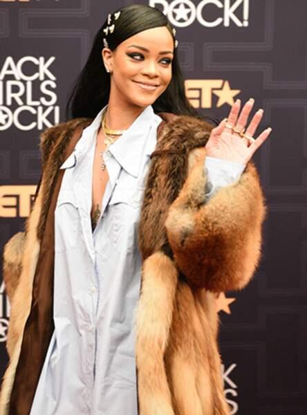 Les bijoux dorés comme Rihanna