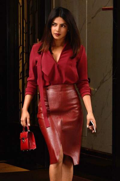 Femme fatale, Priyanka Chopra met en valeur ses cheveux et sa carnation avec un rouge carmin ultra glam !