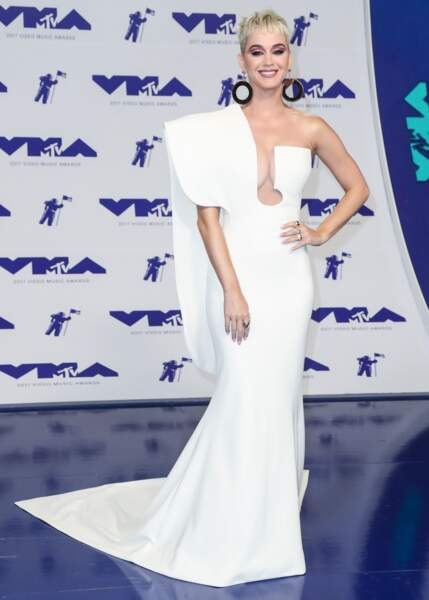 Katy Perry en robe Stephane Rolland, lors des MTV Video Music Awards, le 27 aout 2017