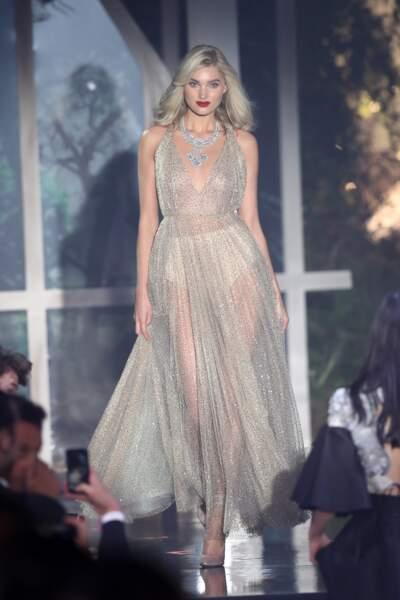 Elsa Hosk magnifique en robe ultra transparente