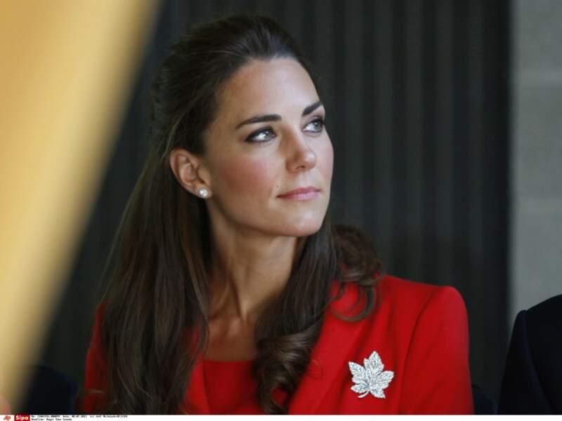 LA DUCHESSE DE CAMBRDIGE TOTAL LOOK CANADIEN
