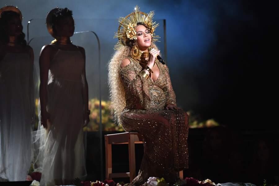 Queen Bey chante Love Drought sur la scène des Grammys