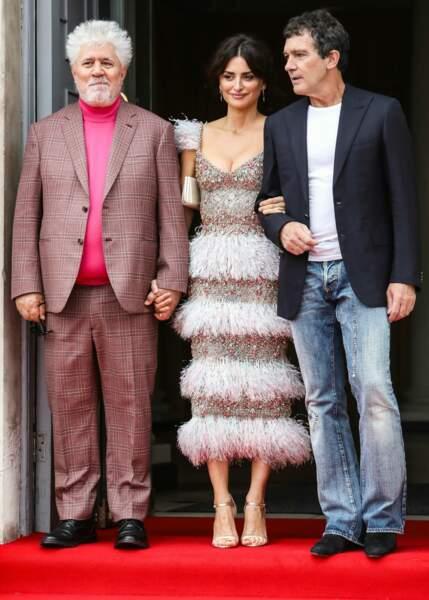 Penelope Cruz était tout sourire aux côtés de Pedro Almodovar et Antonio Banderas