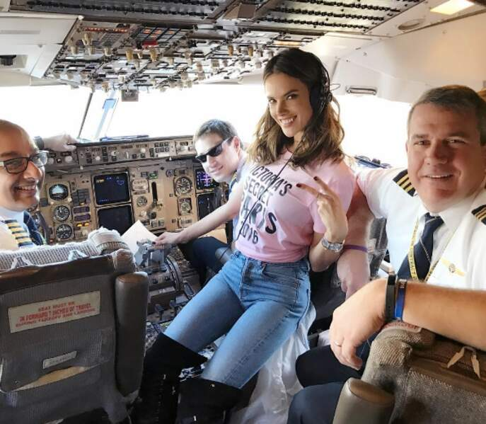 Alessandra Ambrosio aux commandes de l'avion