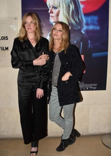 """Kate Moran et Vanessa Paradis lors de l'Avant-première du film """"Un couteau dans le coeur"""""""