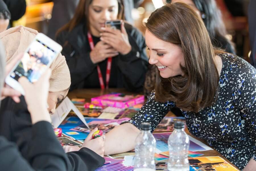 Kate Middleton en train de se faire tatouer au henné