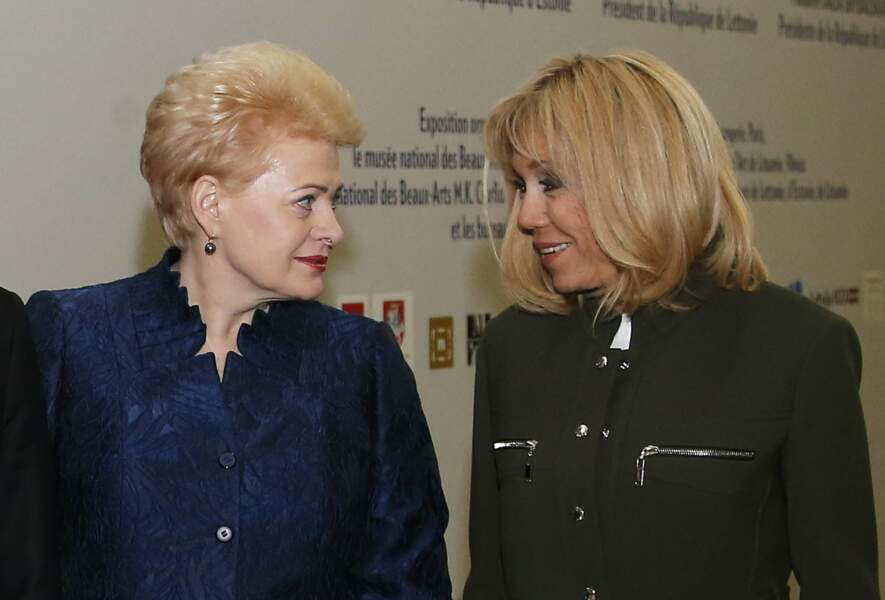Brigitte Macron en vert foncé et Dalia Grybauskaite en bleu foncé