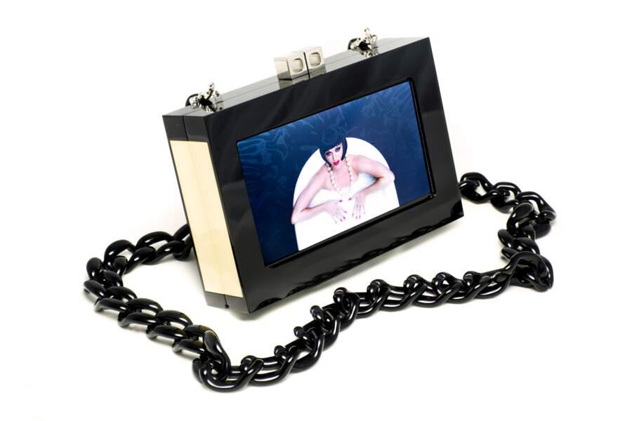 Sac connecté avec écran vidéo, limité à 150 exemplaires, 1700 €, db Chronicle par Diana Broussard.