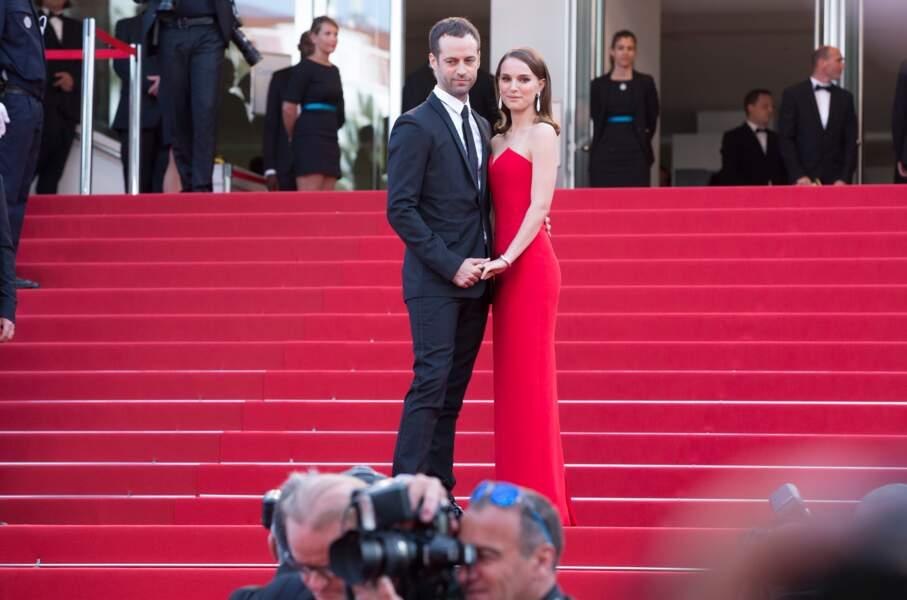 """Natalie Portman et Benjamin Millepied lors de la montée des marches du film """"La Tête Haute"""" en 2015"""