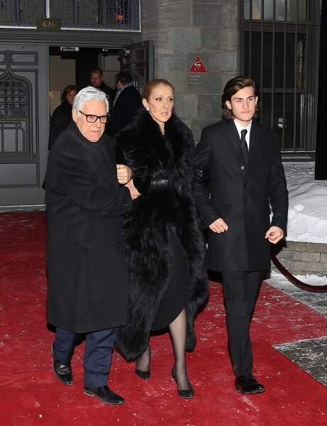 Céline Dion, entourée de son frère Michel et de René-Charles, la veille des funérailles de René Angélil, en 2016